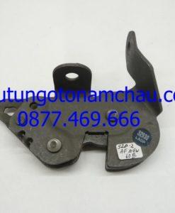 Cadillac Escalade, Chevrolet Suburban Rear Seat-Catch 15804397 OEM A1_result